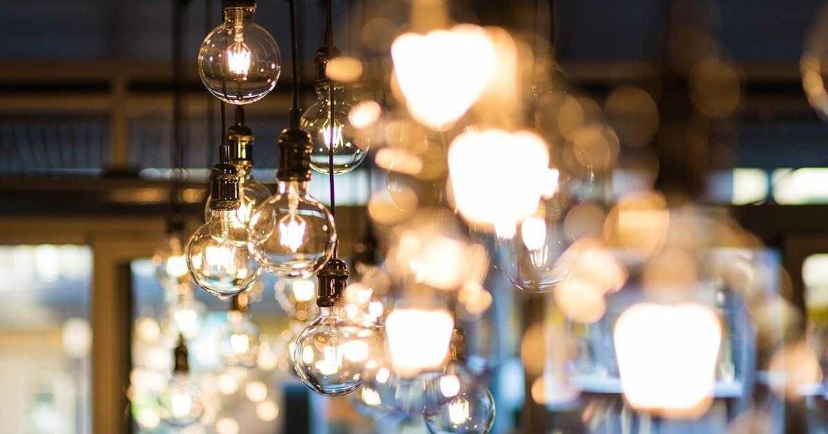 Kết hợp đèn chiếu sáng cho phù hợp với phong cách nội thất